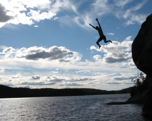 jumping-in-lake-1314572-640x512